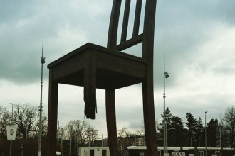 The Broken Chair at Gebrochener Stuhl Genf Commissioned by Handicap International Mine Ban Treaty JUUCHINI